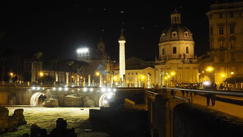 Roma Colonna Traiana di notte