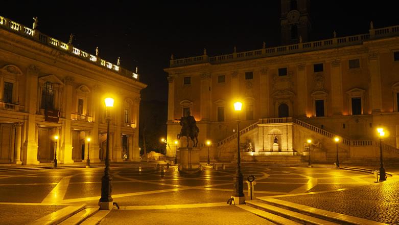 Roma Piazza del Campidoglio di notte